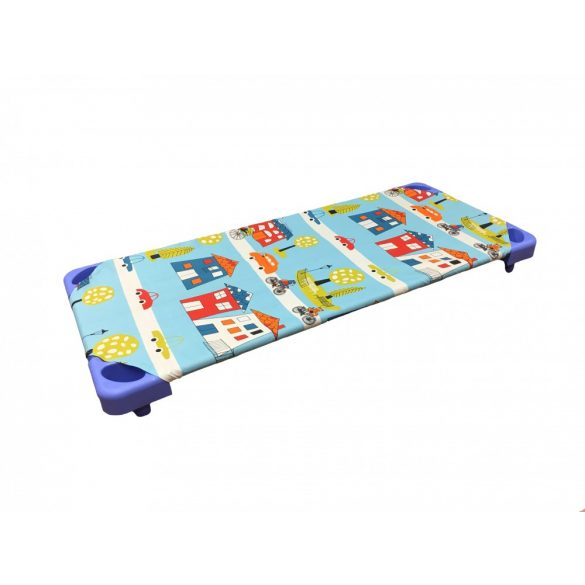 Bölcsődei fektetőre steppelt gyermek lepedő város mintás kék, 70 x 130 cm