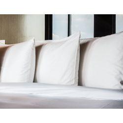 Félpárnahuzat sima fehér, bújtatós kivitelben, 50 x 70 cm
